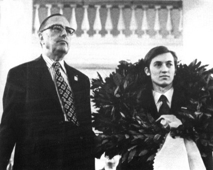 Max Euwe - Anatoly Karpov Çelenk Giyme